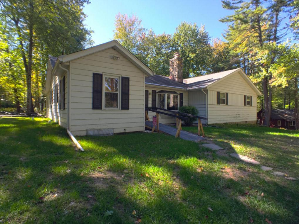 100 Colony Cove Lakeview Dr, Tafton, PA 18464