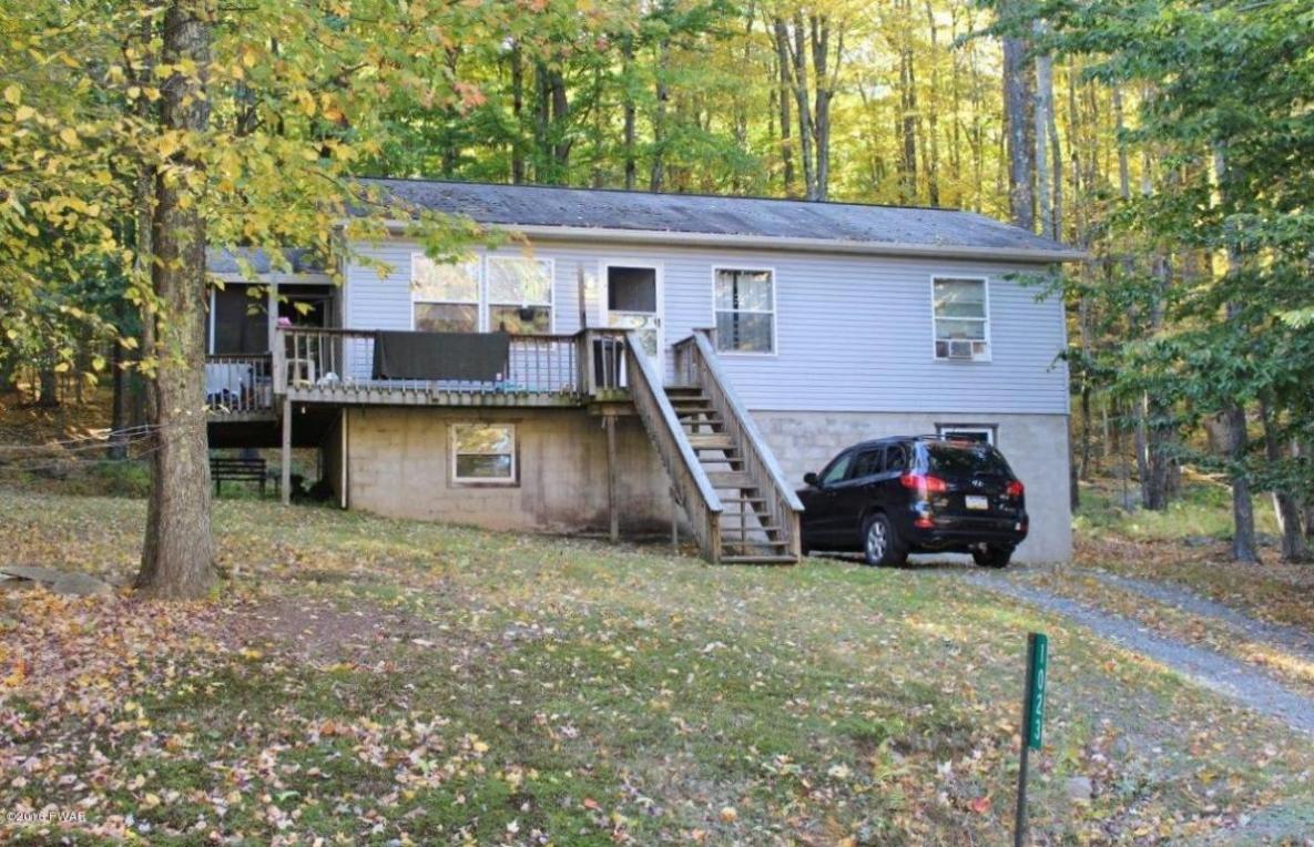 1023 Tomahawk Rd, Lake Ariel, PA 18436