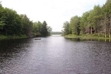 Ridge Lake Drive, Waymart, PA 18472