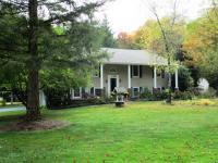 8 John St, Covington Twp, PA 18424