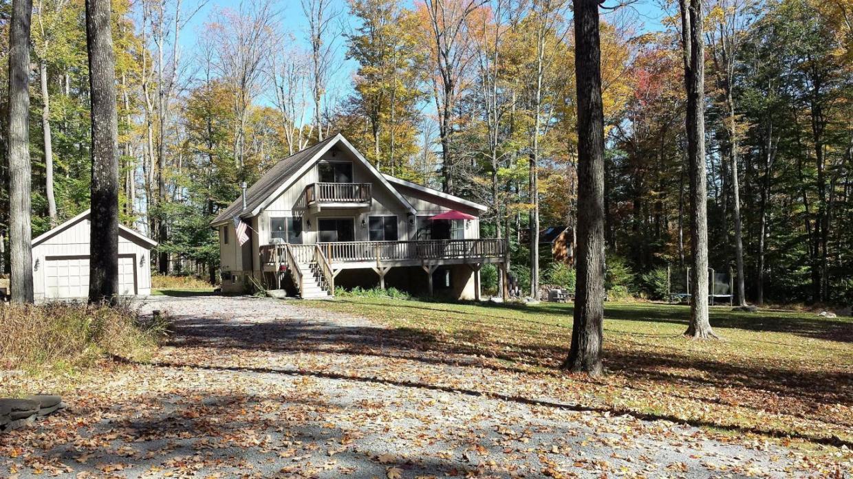 58 Maple Ln, Lake Ariel, PA 18436