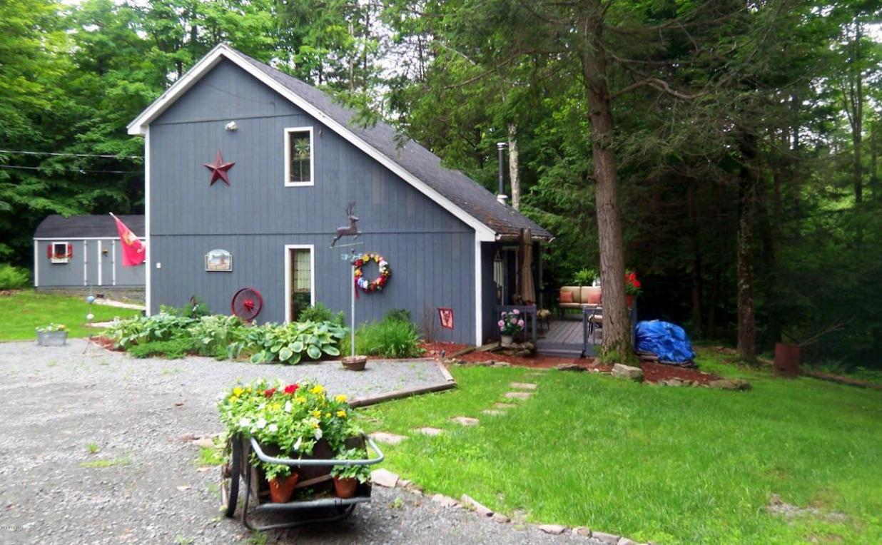 51 Yellow Brick Rd, Honesdale, PA 18431