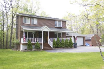 Photo of 134 Briarcrest Dr, Hawley, PA 18428