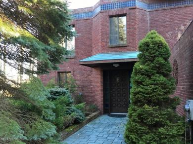 141 Cherry Point Cir, Canadensis, PA 18325
