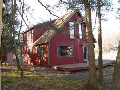 99 Deerfield Rd, Lake Ariel, PA 18436