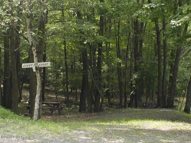 136 Forest Glen Dr, Milford, PA 18337