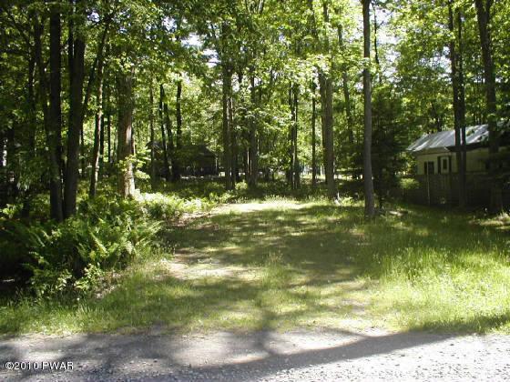 9 Forest Glen Dr, Milford, PA 18337