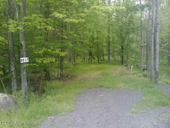 1517 Maple Forest Dr, Milford, PA 18337