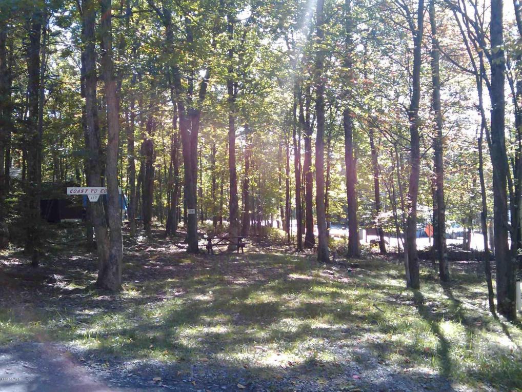 177 Forest Glen Dr, Milford, PA 18337