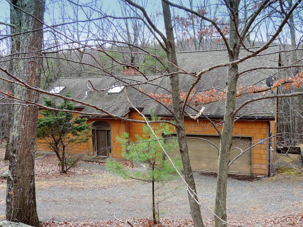 39 Tennis Club Cir, Lakeville, PA 18438