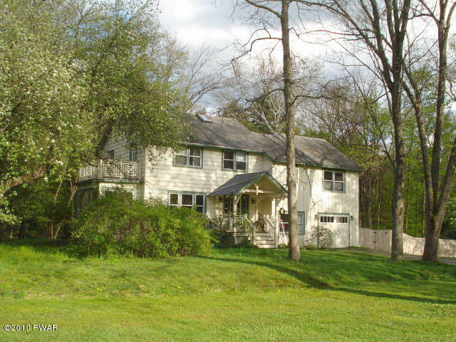 123 Moon Valley Rd, Milford, PA 18337