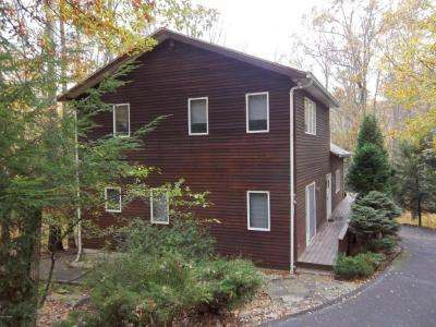 Photo of 105 Rosewood Dr, Greentown, PA 18426