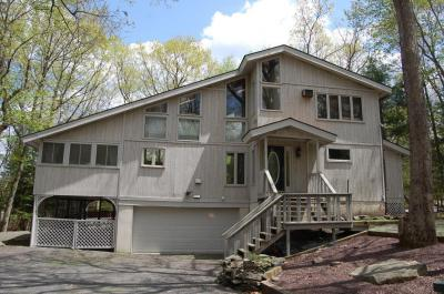 Photo of 131 Broadmoor Dr, Lords Valley, PA 18428