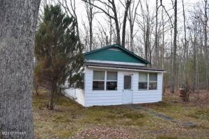 113 Blue Eddy Rd, Hawley, PA 18428