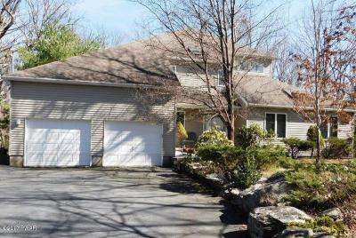 Photo of 800 Maple Leaf Ct, Lords Valley, PA 18428