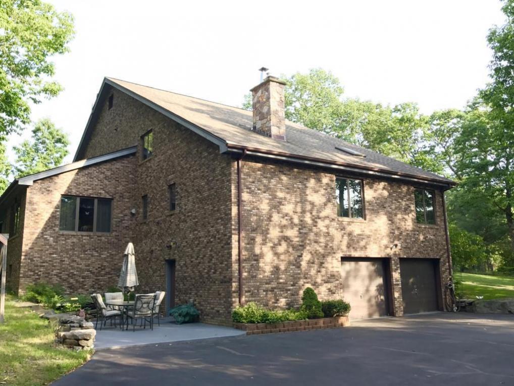190 Oak Ridge Dr, Milford, PA 18337