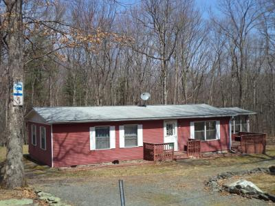 Photo of 107 Blueberry Ln, Hawley, PA 18428