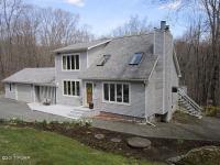 104 Sheridan Rd, Hawley, PA 18428