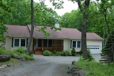 Photo of 103 Pinto Ln, Lords Valley, PA 18428