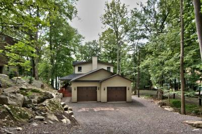 Photo of 2026 Roamingwood Rd, Lake Ariel, PA 18436