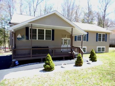 Photo of 1023 Mountain Top Dr, Lake Ariel, PA 18436