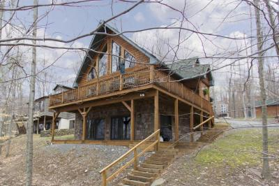 Photo of 1132 Lake Shore Dr, Lake Ariel, PA 18436