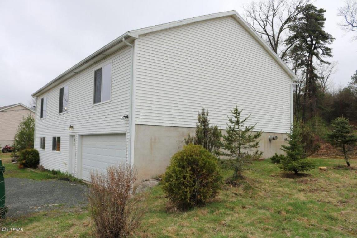 111 Gelso Ct, Hawley, PA 18428