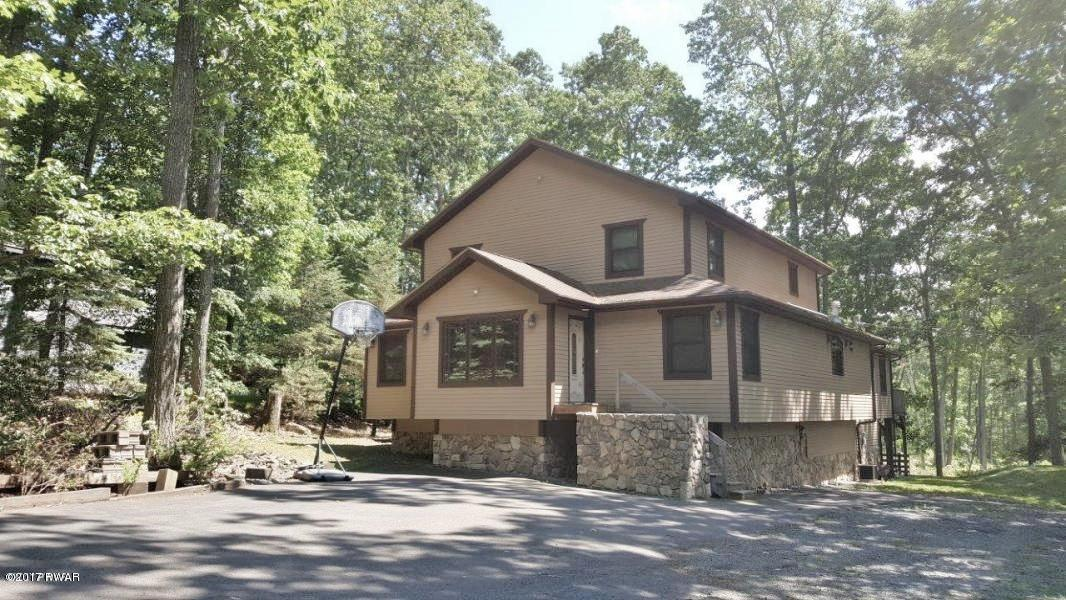 185 Eastwood Dr, Greentown, PA 18426