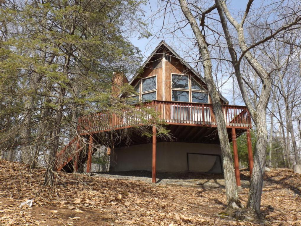 249 Mountain Lake Dr, Dingmans Ferry, PA 18328