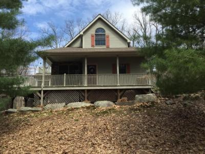 Photo of 198 Eastwood Dr, Greentown, PA 18426