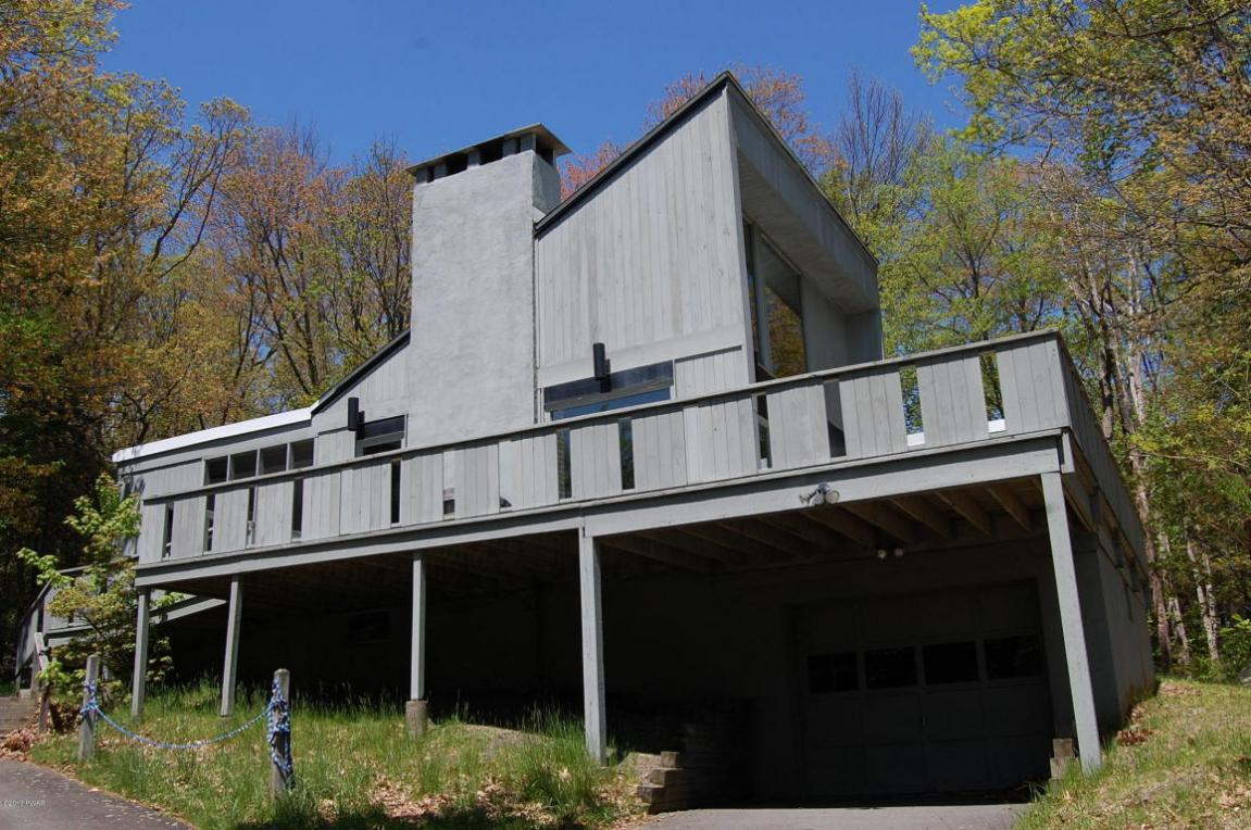 200 Waterview Drive, Lords Valley, PA 18428