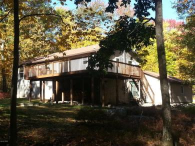 106 Lake View Cir, Hawley, PA 18428