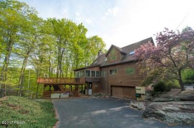 Photo of 106 Willow Ln, Greentown, PA 18426