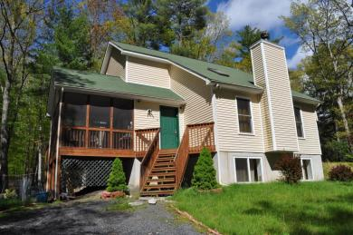 101 Colonial Ct, Dingmans Ferry, PA 18328