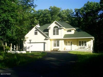Photo of 800 Hillview Pl, Lords Valley, PA 18428