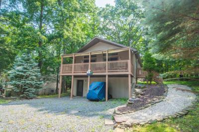 Photo of 1044 Rainbow Dr, Lake Ariel, PA 18436