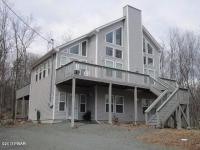 315 Powderhorn Dr, Lackawaxen, PA 18435