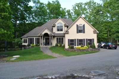 Photo of 134 Yacht Club Dr, Greentown, PA 18426