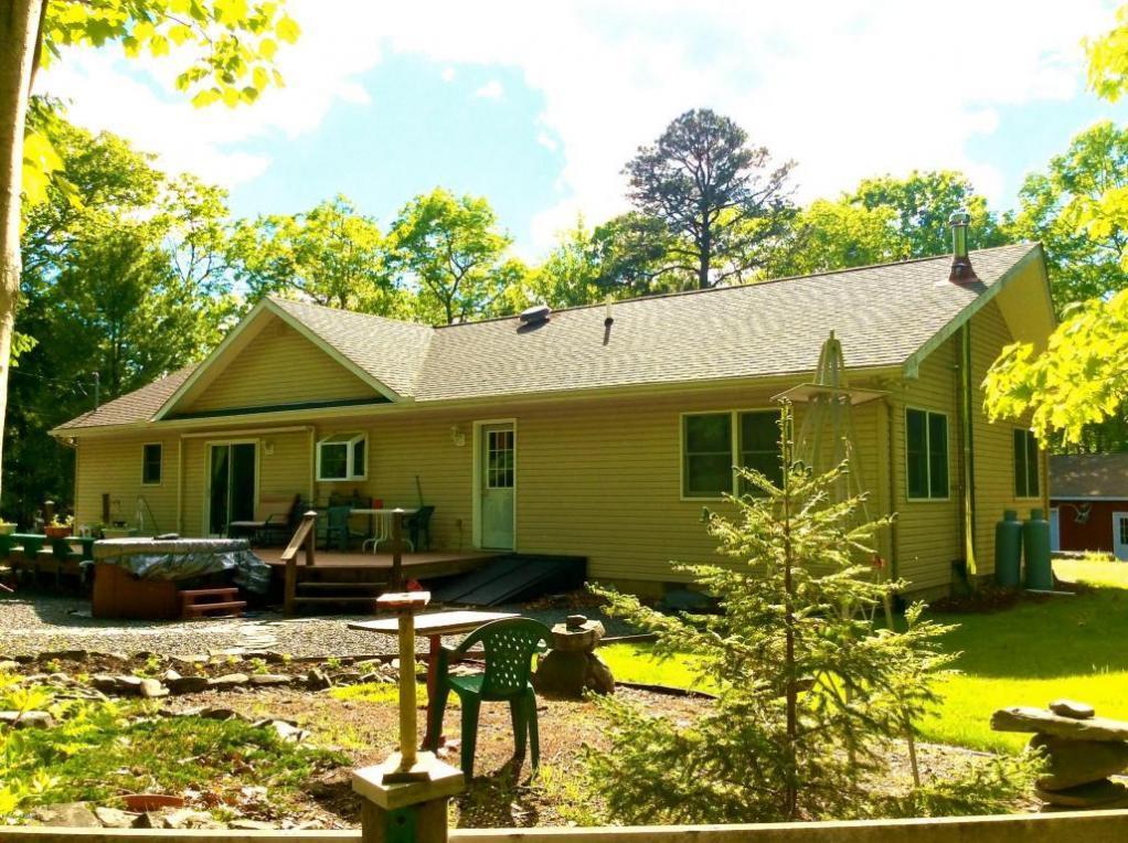 119 Cabin Ridge Rd, Hawley, PA 18428