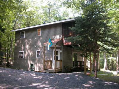Photo of 108 Blue Ridge Lane, Lords Valley, PA 18428