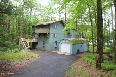 Photo of 157 Indian Dr, Greentown, PA 18426