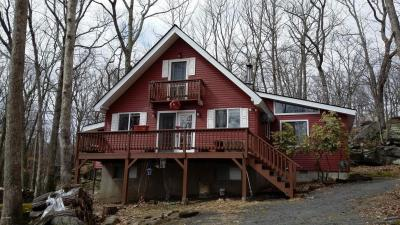 Photo of 802 Boulder Ct N, Lords Valley, PA 18428