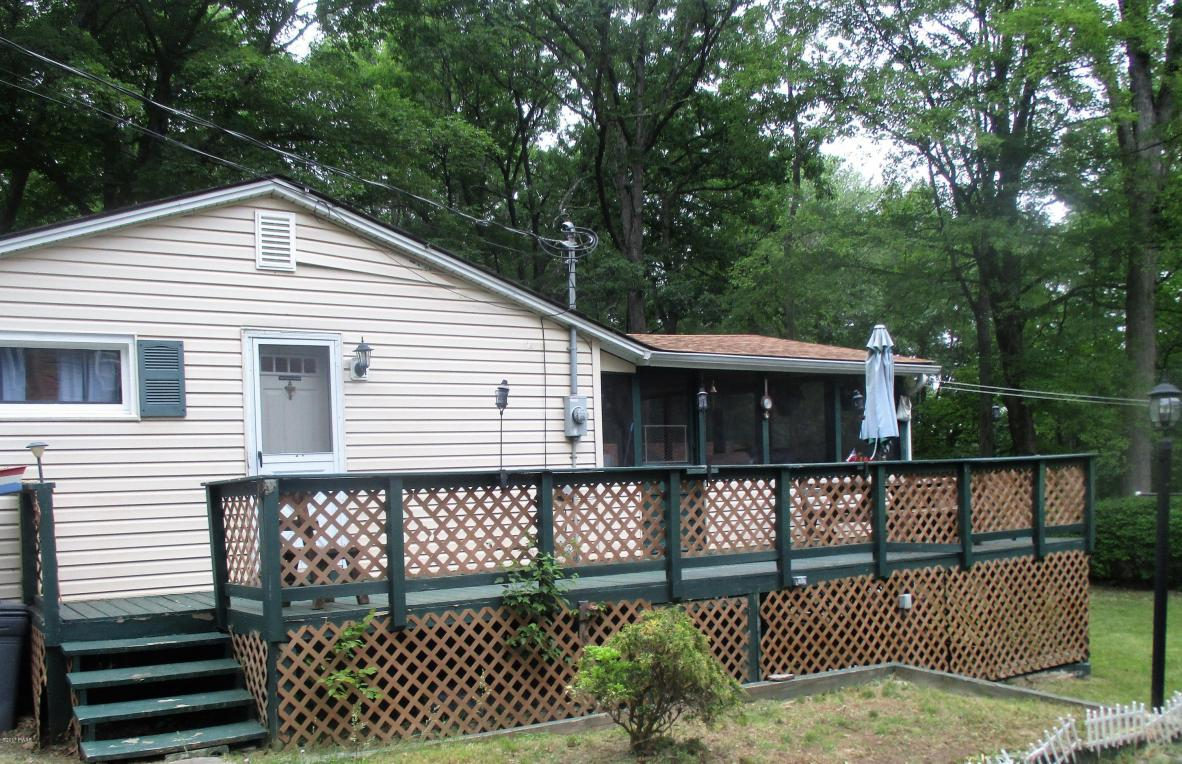 252 Doolan Rd, Dingmans Ferry, PA 18328