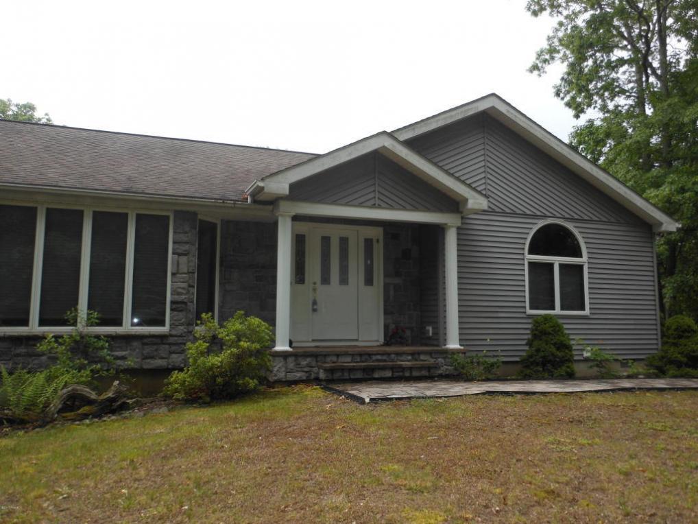 101 Pinto Ln, Hawley, PA 18428