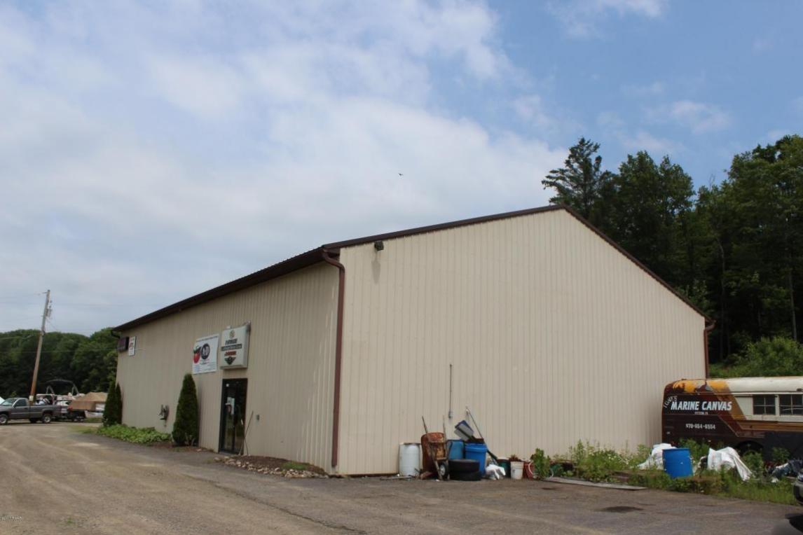117 Creamery Rd, Greentown, PA 18426