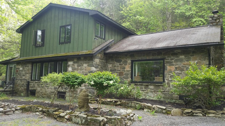 13 Country Creek Ln, East Stroudsburg, PA 18302