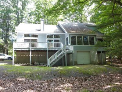 Photo of 159 Cloud Crest Dr, Greentown, PA 18426