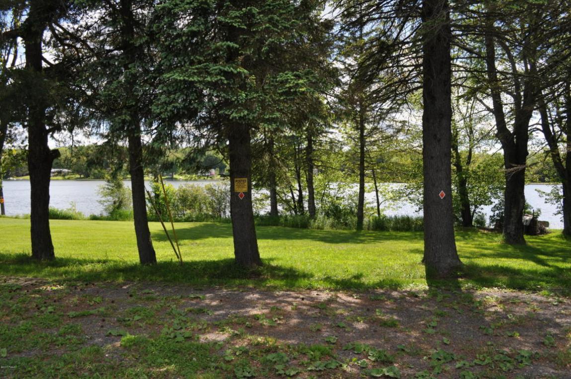 Lake Lorraine Rd, Preston Park, PA 18451