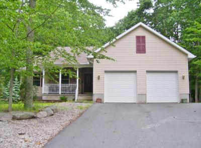 Photo of 164 Yacht Club Dr, Greentown, PA 18426