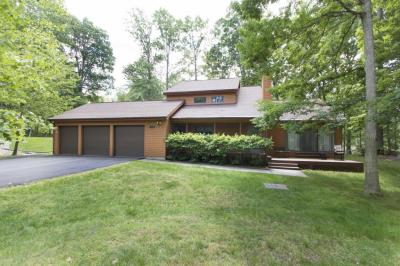Photo of 181 Eastwood Dr, Greentown, PA 18426